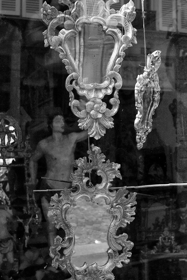 Edinburgh fringe photography exhibition, mirrors and statue in shop window, Paris